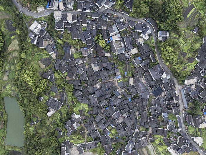 尚村民居是典型的徽州传统风格,被评为中国首个摄影小镇。    摄影/夏至
