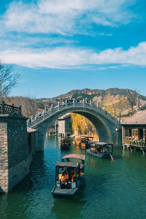 中青旅旗下两个著名古镇景区——乌镇景区和古北水镇,2018年接待游客人数均出现了下滑,但营收分别同比增加15.74%和1.98%。 东方IC图