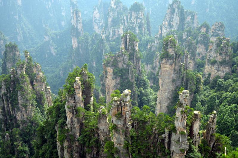 目前A股共有张家界、九华旅游、长白山、丽江旅游、峨眉山A、黄山旅游6家山岳景区上市公司,是旅游产业链中公认的优质资产。 东方IC图